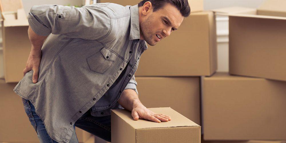 Dos formas de evitar daño en la espalda al cargar peso