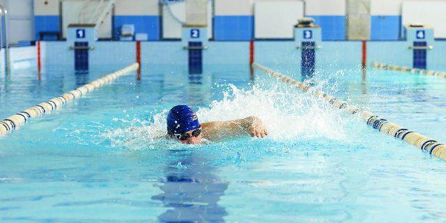 ¿Es buena la natación para mi lesión lumbar?
