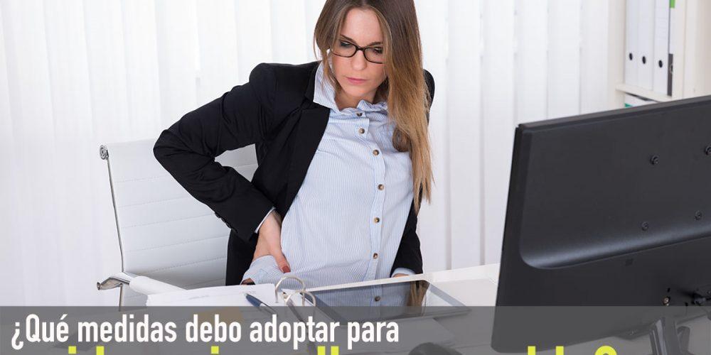 ¿Qué aumenta el riesgo de dolor de espalda en los usuarios del ordenador?